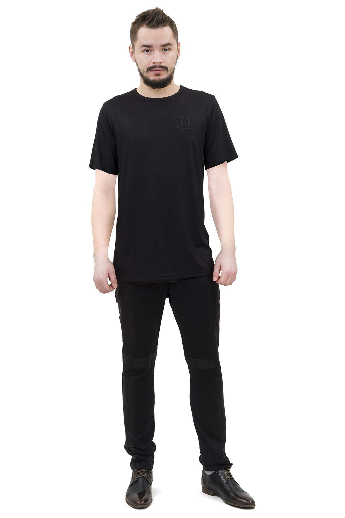 ФутболкаМужские футболки, джемпера<br>Футболка бренда Pavel Yerokin выполнена из вискозы с добавлением шелка. Особенности: свободный крой, круглый вырез, вышивка на груди логотипа бренда.<br><br>Цвет: черный<br>Состав: Вискоза - 70%, Шелк - 25%, Эластан - 5%<br>Размер: 44,46,48,50,52,54,56,58,60<br>Страна дизайна: Россия<br>Страна производства: Россия